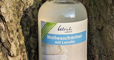 Ulrich Natürlich Wollwaschmittel in Glasflasche bei Allerlei Windeln (Bildquelle: Stefanie Reischel   https://www.instagram.com/p/COmjXA8rdOI/)