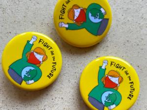 Fight for the Future Buttons Klimakrise bedeutet Wählen gehen, gebt den Kindern eure Stimme. Motiv vonSusanne Mierau und Nadine Roßa von sketchnote-love.de